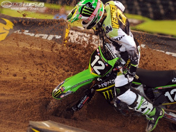 2010_supercross_phx_crash3